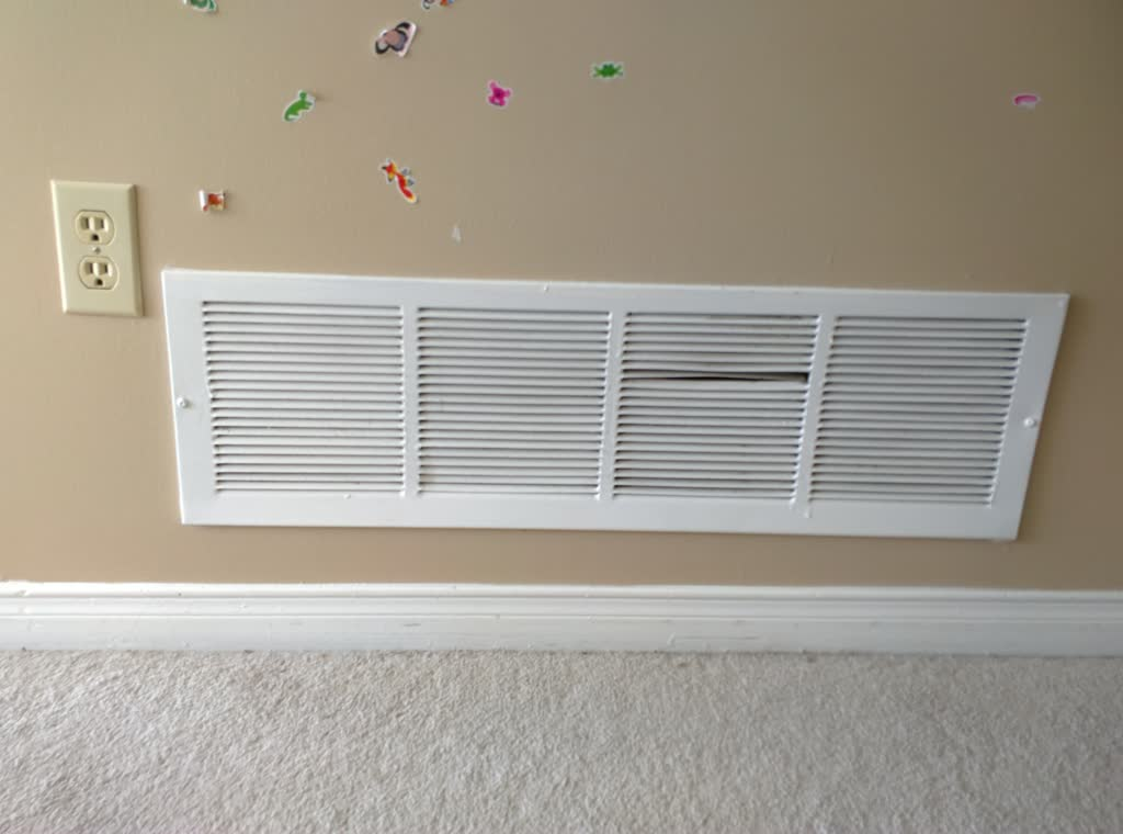 Воздуховод в стене
