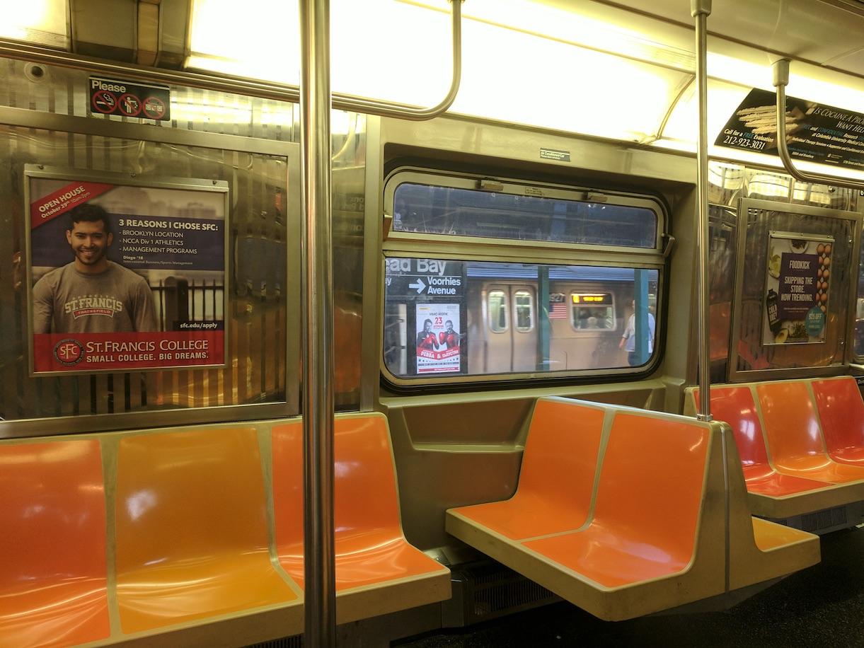 Вид из Нью-Йоркского метро